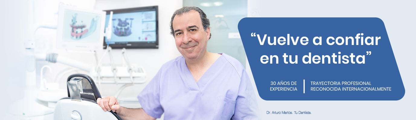 Dentista Doctor Arturo Martos. Clínica dental en Granada. Especialista en Implantes dentales.